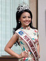 Miss-Tourism-Indonesia-2012-Reinita-Arlin-Puspita-with-Crown-e1350847800474